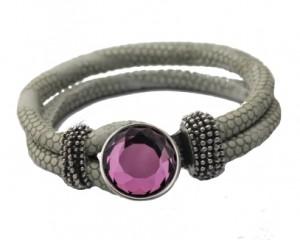 Armbånd i grå med udskiftelig smykke i lilla