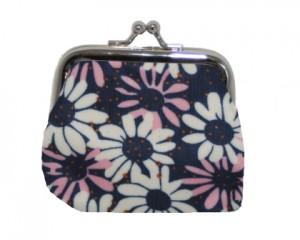 Køb lille pung i mørkeblå med blomster i rosa og hvid