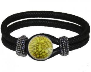 Armbånd med lysegrønt chunk smykke
