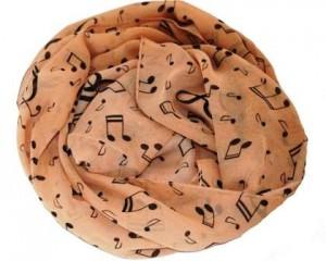 Tørklæde med noder i gylden kobberfarve til kor og korsangere