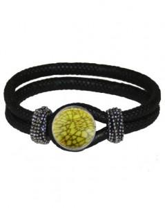 Sort armbånd med grønt smykke
