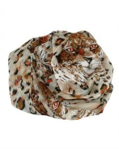 Beige tørklæder med smukke detaljerede leopardprint