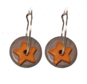 Et par øreringe til en god værtindegave. Køb online Smikka til under 100 kroner