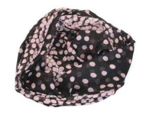 Sort tørklæde med lyserøde prikker online Smikka. En god værtindegave med et tørklæde fra Smikka