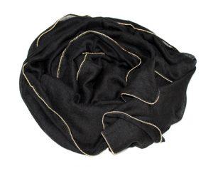 Ensfarvet tørklæde i sort med guldkant