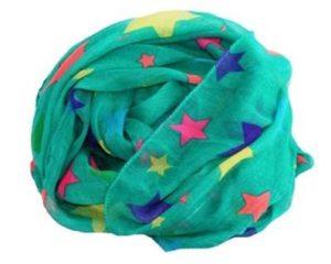 Flot grønt tørklæde med neonfarvede stjerner