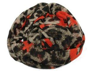 Tørklæder i leopardlook med neonorange hjerter