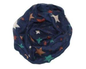 Tørklæde i mørkeblå med farvede stjerner