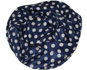 Mørkeblå tørklæde med hvide prikker