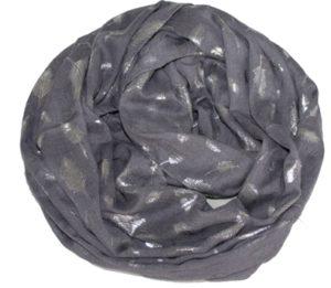 Tørklæde i grå med sølvfarvede fjer