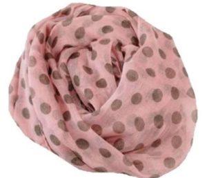 Tørklæde i lyserød med brune prikker