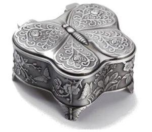 Små vintage smykkeskrin designet som sommerfugl