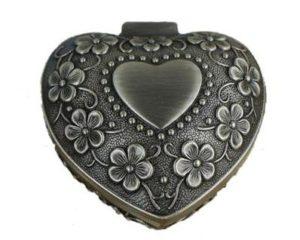 Lille vintage smykkeskrin i hjerteform