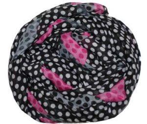 Tørklæde i sort med prikker og farvede felter
