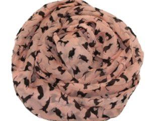 Lyserød tørklæde med små sorte katte