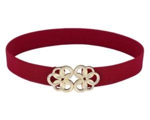 Smalt rødt elastikbælte med ekstra længde. Bæltet kan strækkes til cirka 135 centimeter