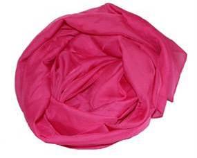 Tørklæde i pink i let materiale