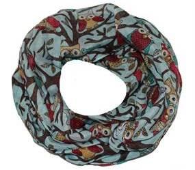 Lyseblå tørklæde med ugler i smukke farver