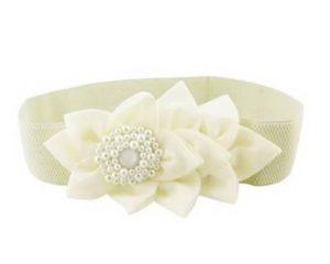Elastikbælte i hvid med stor blomst og perler