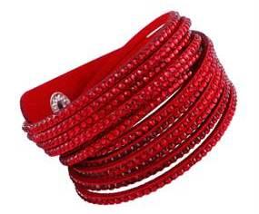 Røde accessories til julefrokosten. Rødt armbånd julefrokost accessory