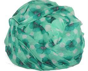 Grønt tørklæde med mønster af blomster og prikker