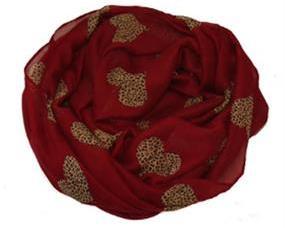 Tørklæde i dyb rød farve med guldhjerter i smukt design