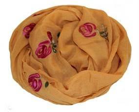 Tørklæde i gul med roser