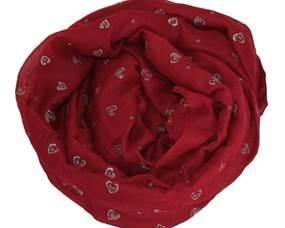 Hjertetørklæde i rød. Tørklæde i rød med små hjerter som motiv