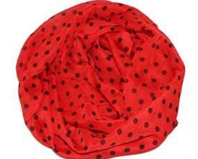 Prikket tørklæde i rød med sorte prikker