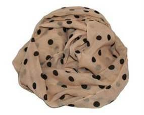 Beige tørklæde med polka prikker i sort