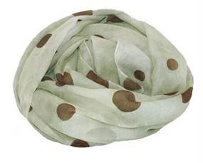 Grønne tørklæder i batikdesign med mørke prikker