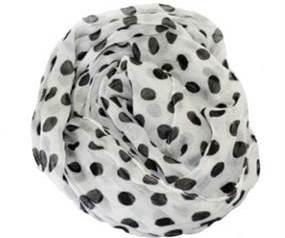 Tørklæde i hvid med sorte prikker online